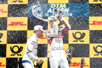 Podio: il terzo classificato Nico Müller, Audi Sport Team Abt Sportsline