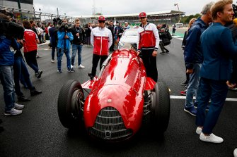 Kimi Raikkonen, Alfa Romeo Racing e Antonio Giovinazzi, Alfa Romeo Racing