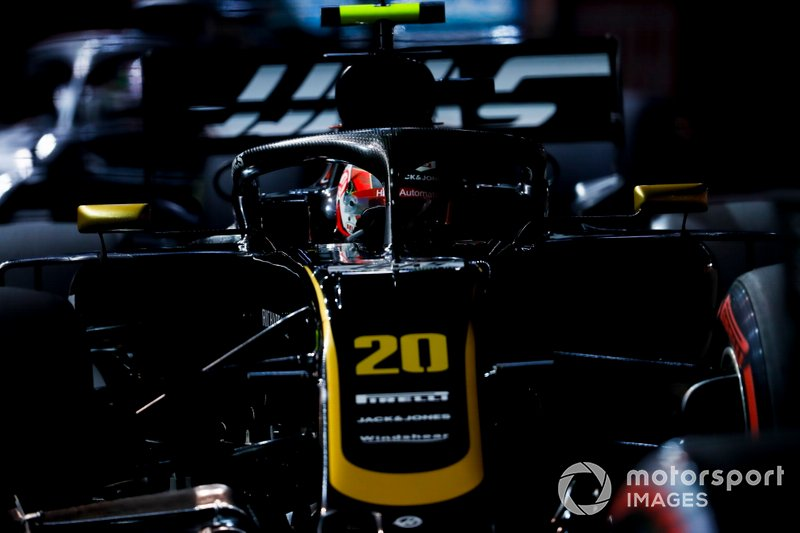 13: Kevin Magnussen, Haas F1 Team VF-19, 1:39.650