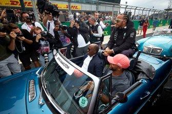 Lewis Hamilton, Mercedes AMG F1, avec son père Anthony et son frère Nicolas