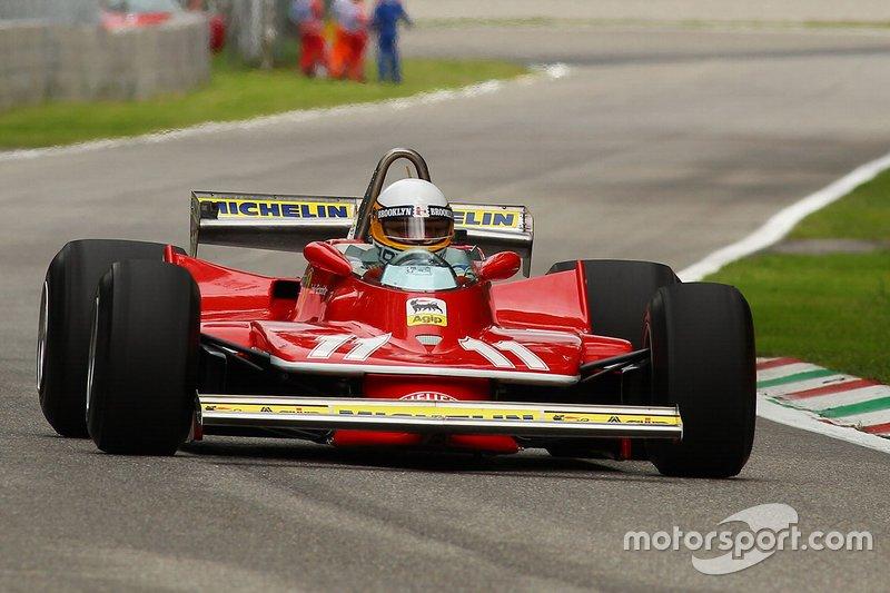 Jody Scheckter guida la Ferrari 312T4 con la quale ha vinto il titolo mondiale 40 anni fa