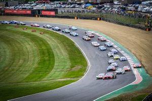 Start der GT-World-Challenge Sprint 2021 in Brands Hatch