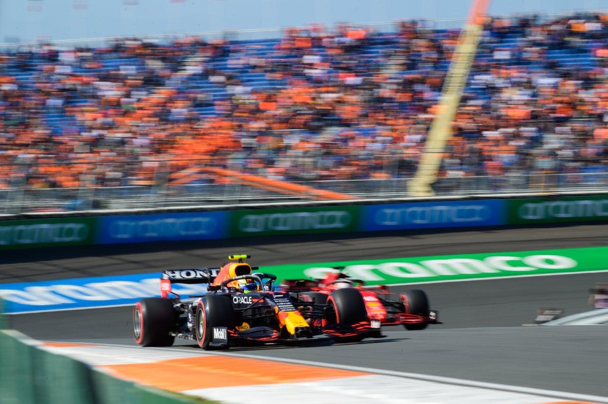 Sergio Pérez, Red Bull Racing RB16B, Charles Leclerc, Ferrari SF21