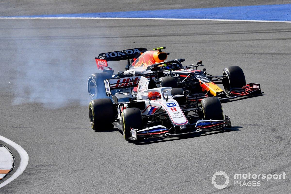 Nikita Mazepin, Haas VF-21, Sergio Pérez, Red Bull Racing RB16B