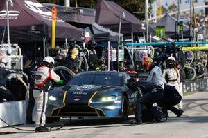 #27: Heart Of Racing Team Aston Martin Vantage GT3, GTD: Ian James, Alex Riberas, pit stop