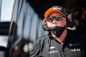 Un membre de l'équipe de Patricio O'Ward, Arrow McLaren SP Chevrolet