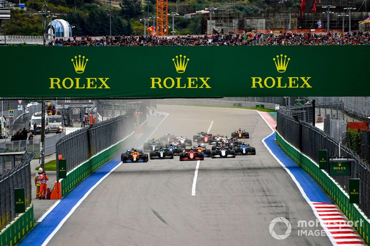 Inicio: Lando Norris, McLaren MCL35M, Carlos Sainz Jr., Ferrari SF21, George Russell, Williams FW43B, Lance Stroll, Aston Martin AMR21, Fernando Alonso, Alpine A521