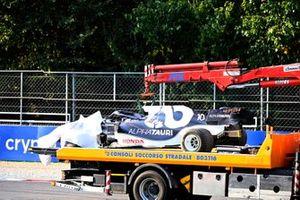 De beschadigde auto van Pierre Gasly, AlphaTauri AT02