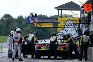 #4: Corvette Racing Corvette C8.R, GTLM: Tommy Milner, Nick Tandy pit stop