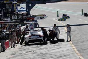 #79: WeatherTech Racing Porsche 911 RSR - 19, GTLM: Cooper MacNeil, Matt Campbell, pit stop