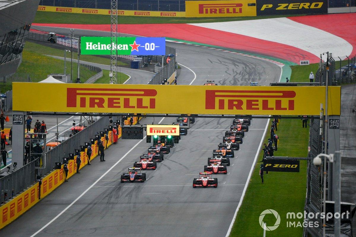 Frederik Vesti, Prema Racing, Devlin DeFrancesco, Trident, Logan Sargeant, Prema Racing y Oscar Piastri, Prema Racing al inicio de la carrera