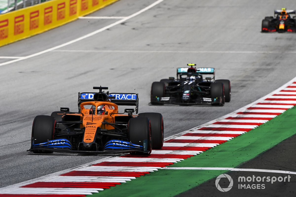 Carlos Sainz Jr., McLaren MCL35 e Valtteri Bottas, Mercedes F1 W11 EQ Performance