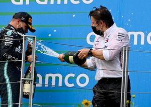 Peter Bonnington, Race Engineer, Mercedes AMG, Valtteri Bottas, Mercedes-AMG Petronas F1, 3rd position, on the podium