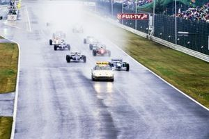 The Safety Car leads Michael Schumacher, Benetton B194 Ford, Damon Hill, Williams FW16 Renault, Jean Alesi, Ferrari 412T1