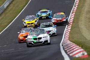 #681 BMW M240i Racing Cup: Joshua Hislop, Tom Wood, Job Van Uitert