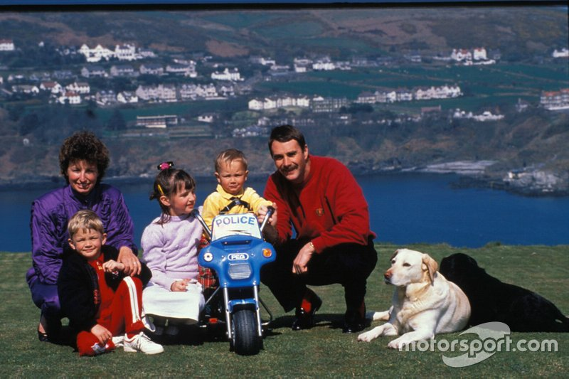 Nigel Mansel with his wife Roseanne, children Greg, Leo and Chloe
