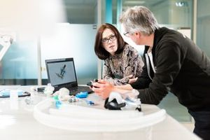 La Professoressa Rebecca Shipley e il Professore Tim Baker