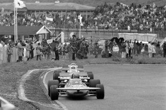 Ronnie Peterson, March 711, Denny Hulme, McLaren M19A