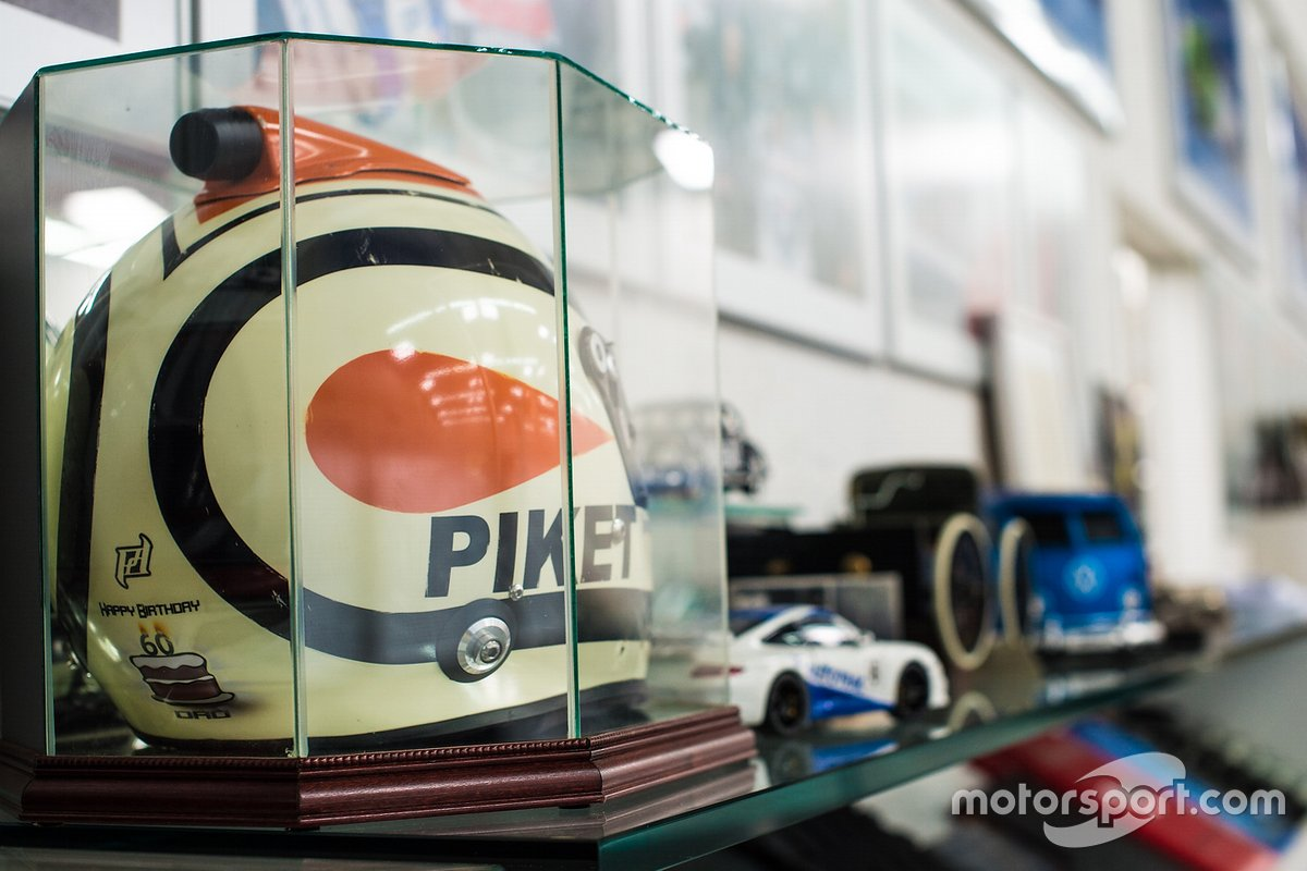 Capacete antigo de Piquet, com a grafia propositalmente errada para que o pai de Nelson não descobrisse sua profissão