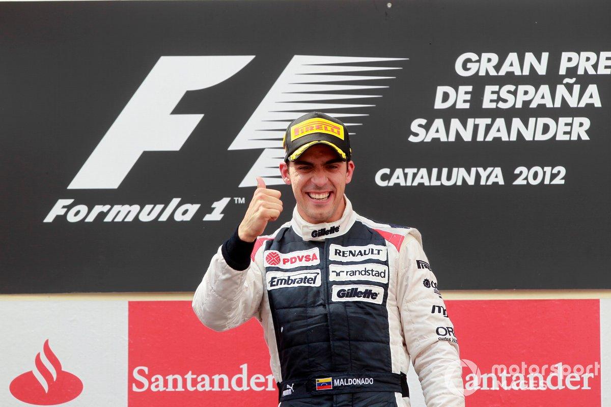 Ganador de la carrera, Pastor Maldonado, del equipo Williams F1, celebra en el podio