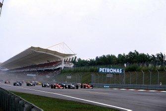 Michael Schumacher, Ferrari en lutte avec with Juan Pablo Montoya, Willians et Rubens Barichello, Ferrari au départ