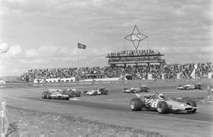 Denny Hulme, McLaren M14A Ford, Jack Brabham, Brabham BT33 Ford, Jacky Ickx, Ferrari 312B, Jackie Oliver, BRM P153, Henri Pescarolo, Matra MS120, y Jean-Pierre Beltoise, Matra MS120