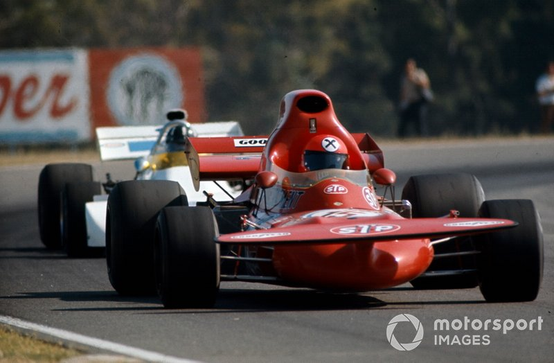 Niki Lauda, March 721 Ford precede Graham Hill, Brabham BT33 Ford, GP d'Argentina del 1972