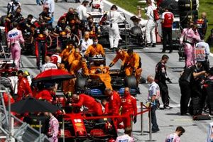 Carlos Sainz Jr., McLaren MCL35, arrives on the grid