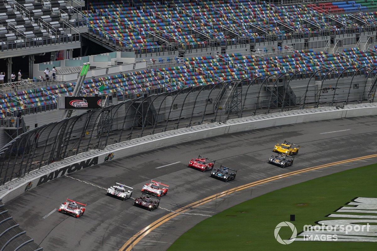 #7 Acura Team Penske Acura DPi, DPi: Helio Castroneves, Ricky Taylor, alla partenza della gara