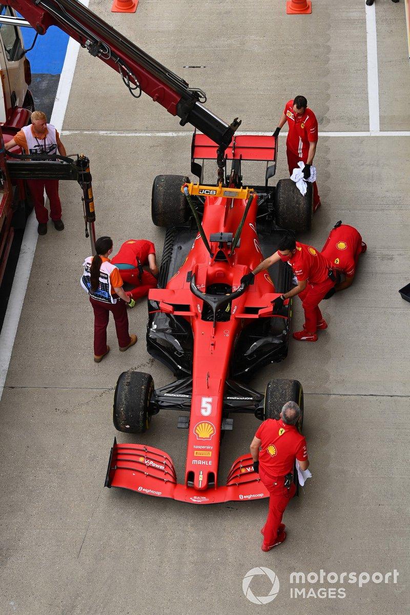 El Ferrari de Sebastian Vettel, sufre una ruptura de motor