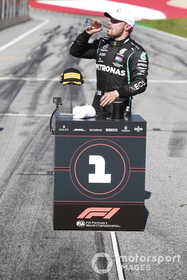 Valtteri Bottas, Mercedes-AMG Petronas F1, celebra después de la carrera