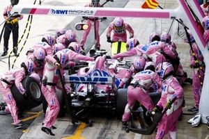 Lance Stroll, Racing Point RP20, makes a stop