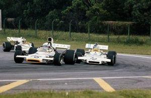 Peter Revson, McLaren M19C Ford leads Carlos Reutemann, Brabham BT37 Ford and Wilson Fittipaldi, Brabham BT37 Ford