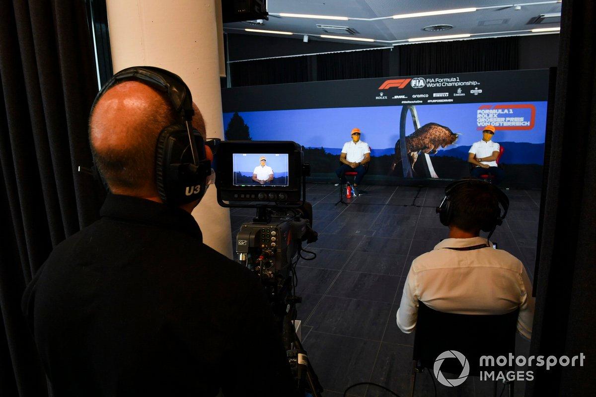 Carlos Sainz Jr., McLaren e Lando Norris, McLaren durante la conferenza stampa