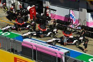 Sebastian Fernandez, ART Grand Prix e Theo Pourchaire, ART Grand Prix in pit lane