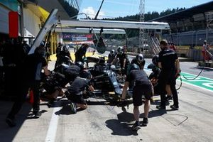 Pitstop practice with the car of Valtteri Bottas, Mercedes F1 W11 EQ Performance