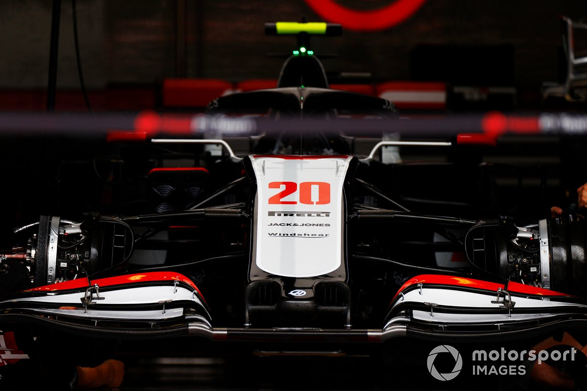 El VF-20 de Kevin Magnussen Haas en el garaje del equipo
