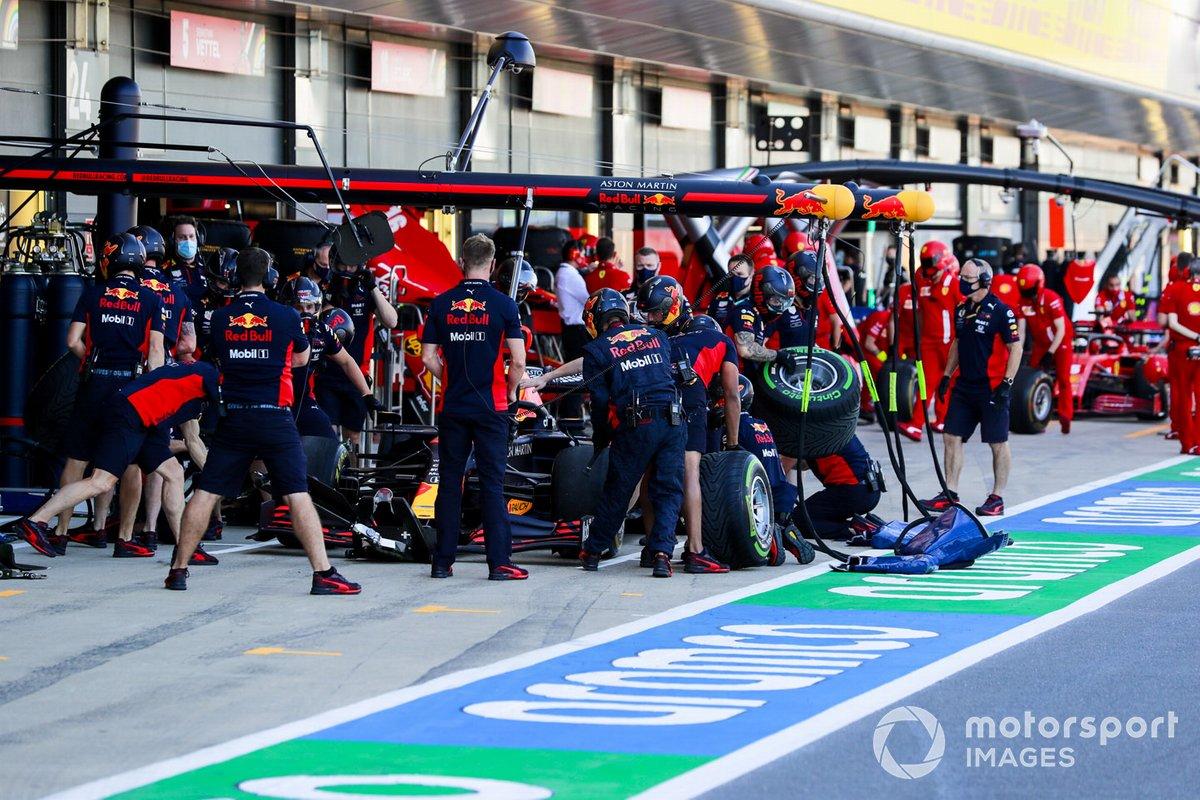 Red Bull Racing practica los pitstops