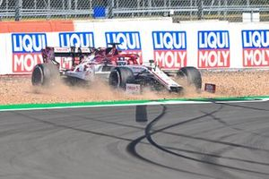 Kimi Raikkonen, Alfa Romeo Racing C39, throws up some gravel after an off