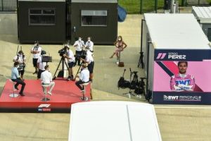 Karun Chandhok, Sky TV, Jenson Button, Sky Sports F1, y Simon Lazenby, Sky TV