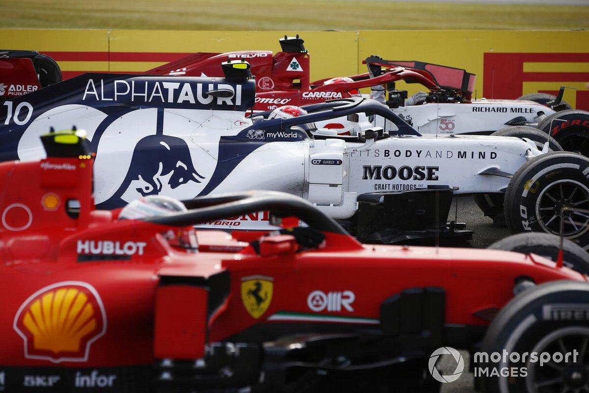 Sebastian Vettel, Ferrari SF1000, Pierre Gasly, AlphaTauri AT01, Charles Leclerc, Ferrari SF1000, en Parc Ferme