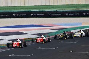 Sebastián Montoya, Prema Powerteam, precede, Gabriele Mini, Prema Powerteam, Leonardo Fornaroli, Iron Lynx e Delli Guanti Pietro, BVM Racing