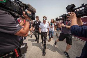 Fernando Alonso, McLaren Racing, terminó el chequeo médico previo a la carrera