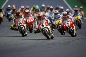 Start zum 500er-Rennen in Donington 1993: Alex Barros, Suzuki, führt
