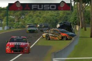 Crash, Jamie Whincup, Triple Eight Race Engineering Holden, Anton De Pasquale, Erebus Motorsport Holden