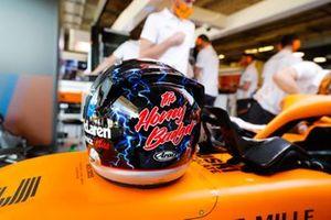 Le casque spécial de Daniel Ricciardo, McLaren, en hommage à Dale Earnhardt Sr