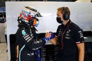 Valtteri Bottas, Mercedes, in the garage with his engineer