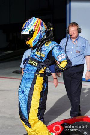 Il vincitore Fernando Alonso, Renault festeggia la vittoria nel parco chiuso