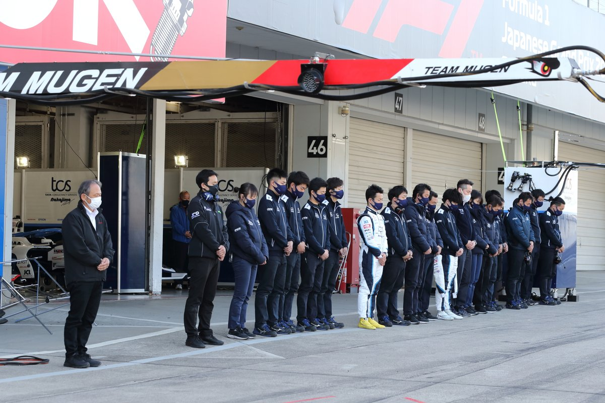 The Super Formula paddock holds a moment's silence to mark the 10-year anniversary of the Tohoku earthquake