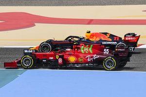 Carlos Sainz Jr., Ferrari SF21 and Sergio Perez, Red Bull Racing RB16B